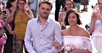 """Ddl Pillon, a Milano un finto matrimonio con catene al posto delle fedi. La protesta di Non una di meno: """"Divorzio diventerà quasi impossibile"""""""