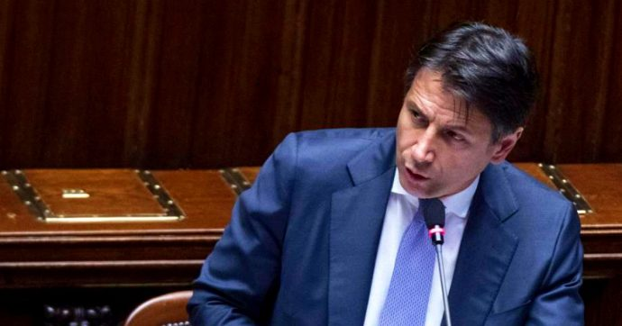 """Lega-Russia, Conte al Senato: """"Da Salvini nessuna informazione su Savoini a Mosca"""". Il M5s esce dall'Aula e il premier """"sbotta"""""""