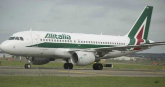 """Alitalia, Patuanelli certifica fine della cordata: """"Al momento non c'è soluzione di mercato"""". Conte: """"Valutiamo alternative"""""""