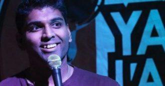 Comico 36enne ha un arresto cardiaco sul palco: il pubblico pensa sia parte dello show e continua a ridere