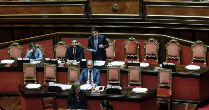 """Lega-Russia, M5s assente al Senato mentre parla Conte: """"Doveva spiegare Salvini"""". Ma il premier sbotta. Di Maio: """"È un atto politico"""""""