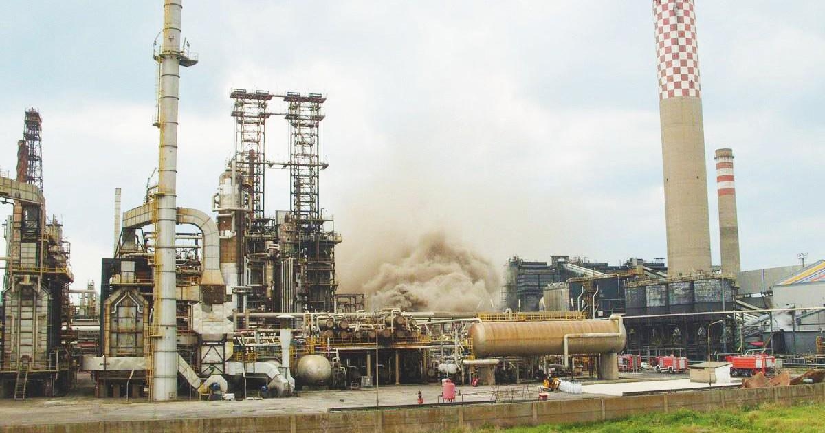 Gela, la raffineria diventa bio ma funziona a olio di Palma