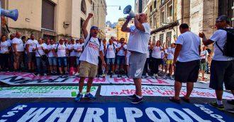 """Whirlpool, governo offre 17 milioni di incentivi per salvare sito di Napoli. L'azienda: """"Solo vendita e riconversione garantisce posti"""""""