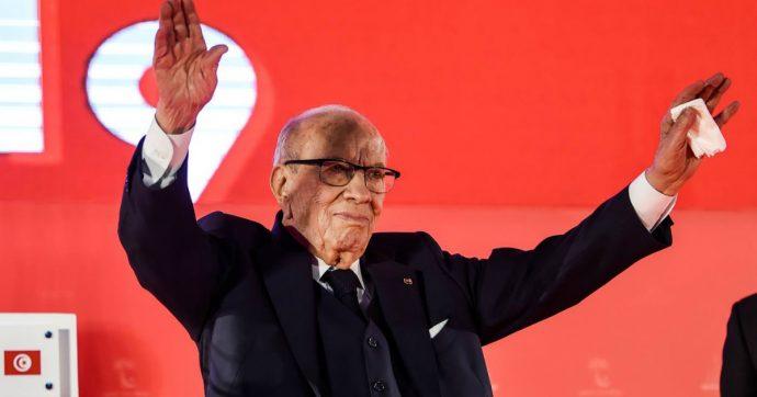 """Tunisia, morto il presidente Essebsi a 92 anni. Aveva promesso di non ricandidarsi: """"Largo ai giovani"""""""
