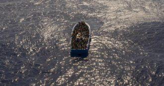 """Migranti, Guardia Costiera libica: """"Due barconi affondati con 300 persone a bordo, 137 in salvo"""". Oim: """"150 dispersi"""""""
