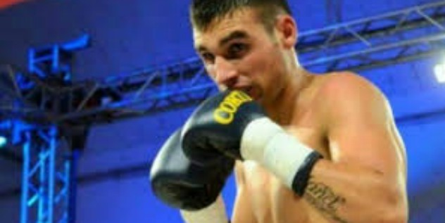 Morto Hugo Alfredo Santillan, il campione di boxe è collassato sul ring: morto per i danni cerebrali riportati nel match