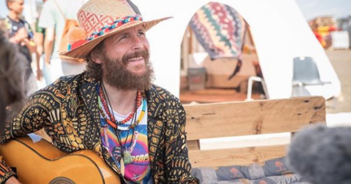 Jovanotti oggi è il cantautore italiano più pop. E il suo beach party è il tour dell'anno