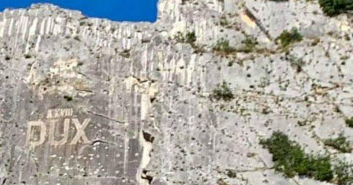"""Chieti, riemerge la scritta """"Dux"""" su una roccia a Villa Santa Maria: polemica tra Pd e amministrazione locale"""