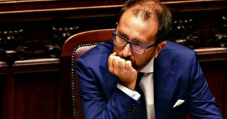 """Carceri, Bonafede: """"Atti criminali di pochi"""". Italia viva: """"Via il capo del Dap"""". Grasso: """"Gestione carente, operatori soli e senza mascherine"""""""