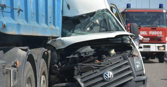 Istat, in calo le vittime degli incidenti stradali. Ma aumentano quelle giovani