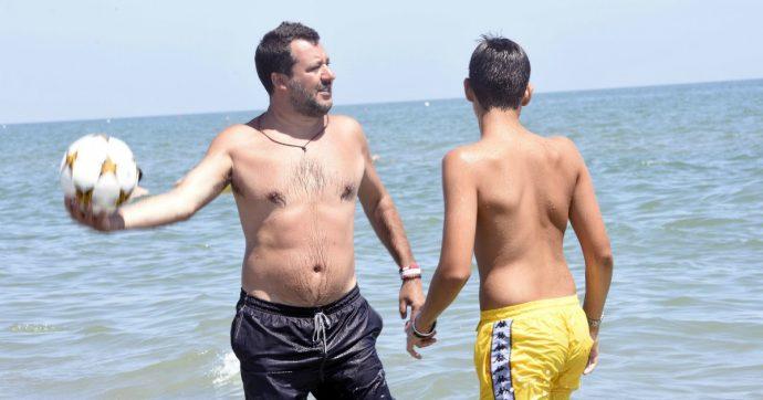 """Figlio di Salvini sulla moto d'acqua, il ministro irride il videomaker: """"Vada a riprendere i bambini in spiaggia visto che le piace tanto"""""""