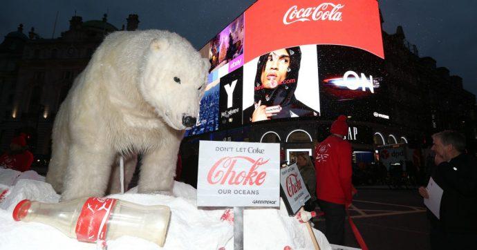 Inquinamento, Coca Cola e Pepsi abbandonano l'associazione statunitense della plastica dopo la campagna di Greenpeace