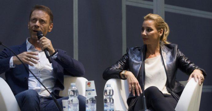 """Rocco Siffredi in versione """"romantica"""": """"Le attenzioni per la propria compagna sono più importanti del sesso in sé. Festeggio 25 anni con mia moglie"""""""