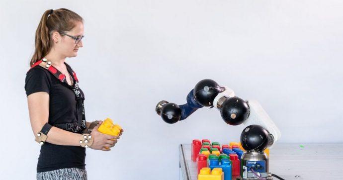 Robot industriali personalizzati ed economici possono lavorare con le persone senza ferirle, grazie a un chip