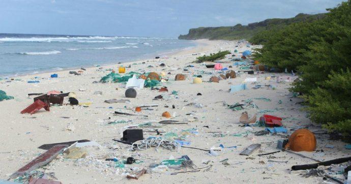 """Isola di Henderson, l'atollo patrimonio dell'Unesco è sommerso dai rifiuti. """"Provengono da tutto il mondo"""""""
