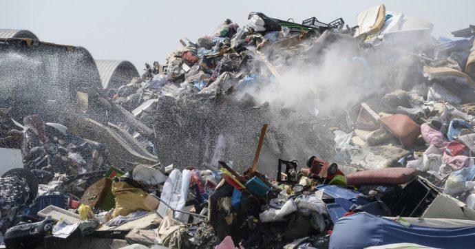 """""""Nel 2019 in Italia un reato contro l'ambiente ogni quattro ore"""": l'ultimo rapporto Ecomafia. Rifiuti, cemento, cantieri: ecco tutti gli illeciti"""