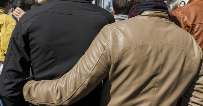 Foggia, proprietaria rifiuta su Airbnb la prenotazione di una coppia gay: 'Non accetto due uomini'. La piattaforma: 'Aperta indagine'