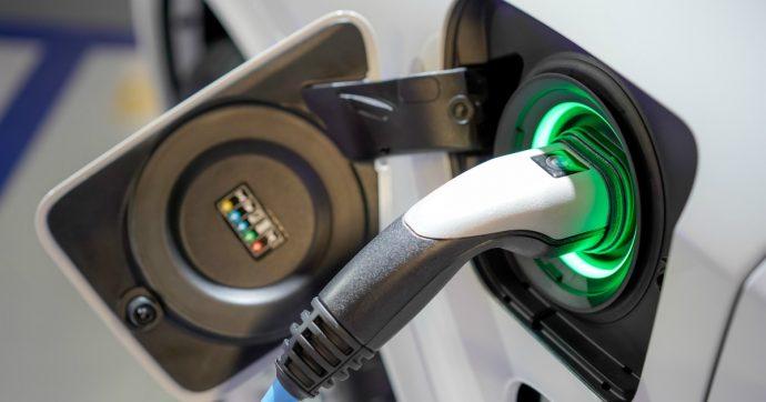 Auto elettriche, aumentano le infrastrutture. Ma le accise sono dietro l'angolo