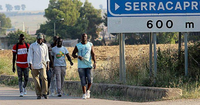 Foggia: ucciso 4 mesi fa, ma non c'erano i soldi per la sepoltura. La comunità locale dona 1.700 euro per il funerale di un bracciante del Ghana
