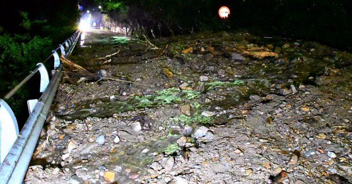 Maltempo, vento e pioggia colpiscono la Lombardia: allagamenti a Milano, frana sulla Gardesana e alberi caduti a Bergamo