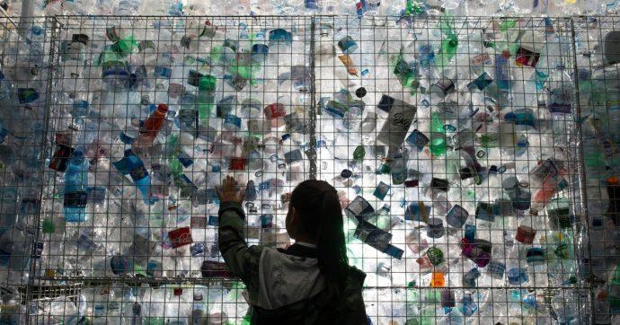 Rifiuti, c'è poco da fare: la bioplastica è cara e non riciclabile. Ed è un bel problema