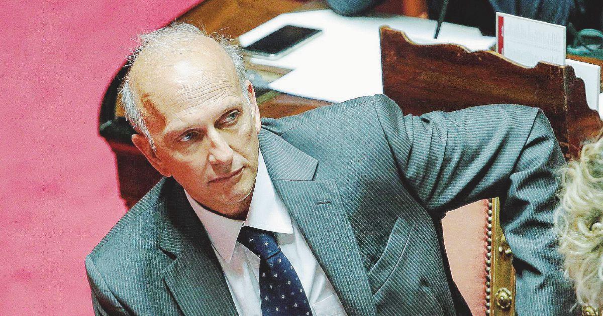"""Bussetti fa il decreto preventivo: """"Avrò conflitti d'interessi"""""""