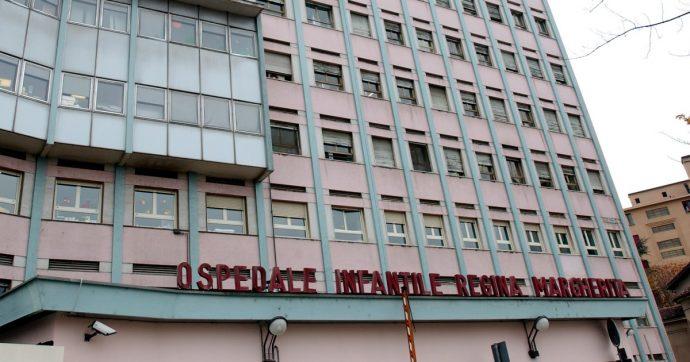 Torino, ingerisce uno spillo di 3,5 centimetri che finisce nei bronchi: salvata 13enne