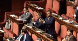 """Sicurezza bis, governo pone la fiducia: bagarre in Aula. Applausi ironici dal gruppo Pd: """"Vergogna"""""""