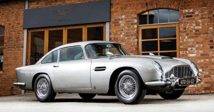 Aston Martin DB5, l'iconica auto di 007 all'asta di Sotheby's in California