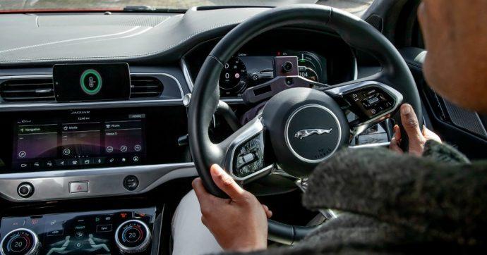 Jaguar Land Rover, l'Intelligenza Artificiale contro lo stress degli automobilisti