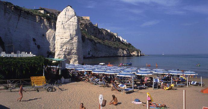 Puglia, Consiglio di Stato sospende decisione del Tar: spiagge e lidi tornano plastic free