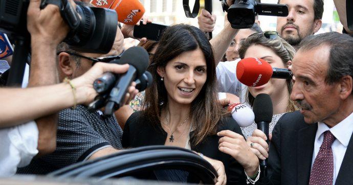 Rifiuti Roma, Ama approva il bilancio 2017: perdite per 136 milioni di euro. Era bloccato per la disputa Bagnacani-Raggi