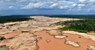 """Brasile, deforestazione Amazzonia aumentata del 67% rispetto al 2018. Ma per Bolsonaro sono """"numeri falsi al servizio delle ong"""""""