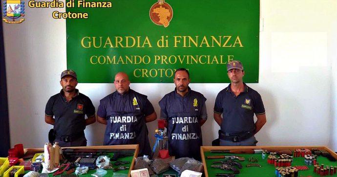 Crotone, armi droga e 250 carte di identità in bianco: tre persone arrestate