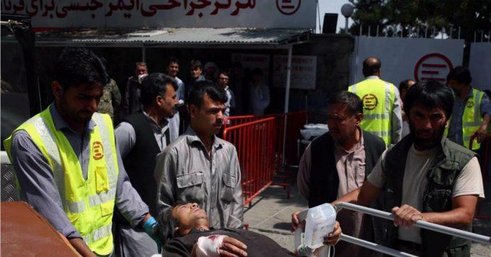 Afghanistan, autobomba esplode a Kabul: almeno 95 feriti, talebani rivendicano attacco