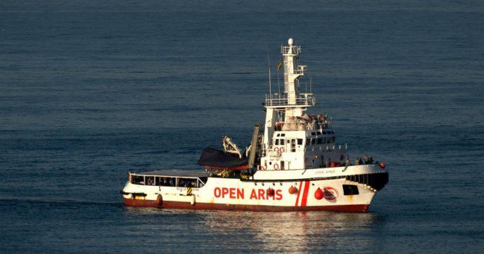 """Migranti, Open Arms: """"Entreremo in Italia se dovessimo avere seri problemi"""". Salvini: """"Provocazione, pronti a sequestrare nave"""""""