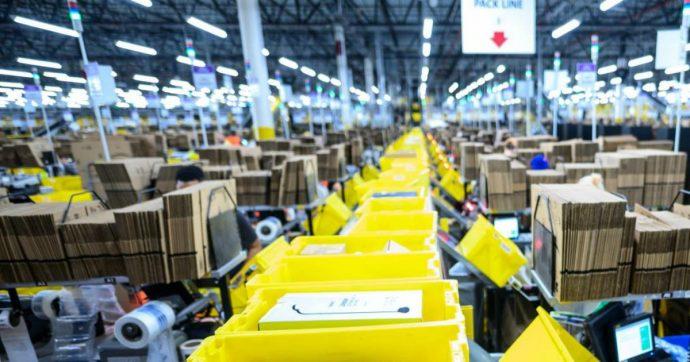 Amazon, la truffa da oltre 300mila euro di un 22enne: riempiva i pacchi di terra e poi faceva il reso