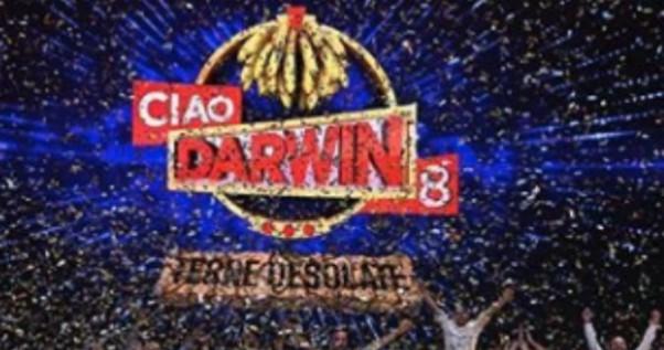 """Ciao Darwin, corsa contro il tempo per la querela del concorrente paralizzato: """"Deve firmarla lui di persona, ma non può"""""""