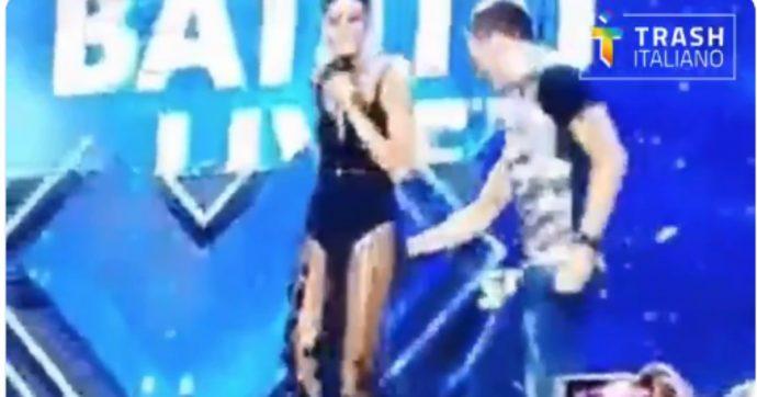 """Gabry Ponte, la """"palpatina"""" a Elisabetta Gregoraci in diretta a Battiti Live su Italia 1: il video"""