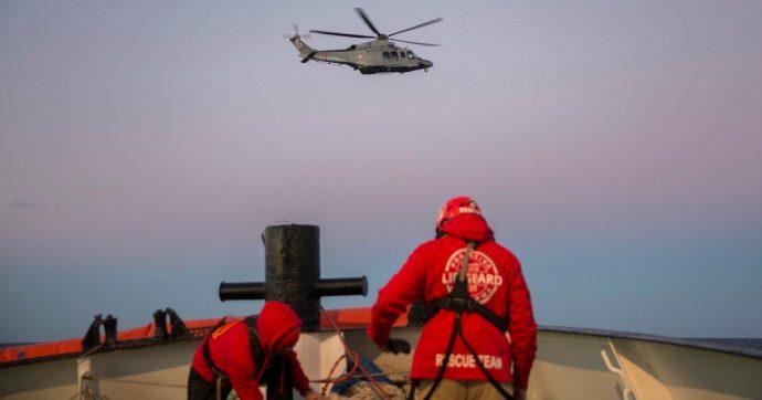 """Ocean Viking, Viminale: """"Hanno chiesto porto alla Libia che ha detto sì"""". Le ong: """"Non è sicuro, non faremo sbarcare là i migranti"""""""