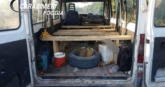 Caporalato, un anno dopo strage nel Foggiano: i braccianti viaggiano ancora su furgoni-killer. Le foto delle decine di sequestri dei carabinieri