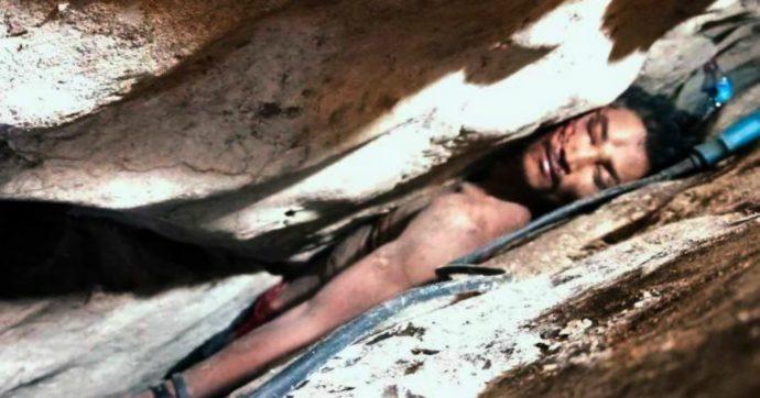 Scivola e rimane incastrato in una fessura della montagna per 4 giorni: l'incredibile salvataggio
