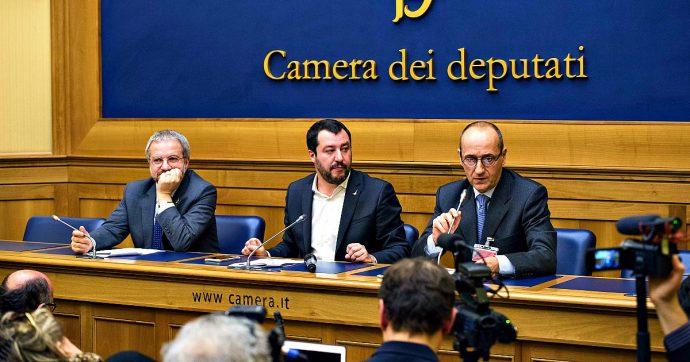 """Crisi di Governo, Salvini sfida pure Bruxelles: """"Faremo la flat tax anche se l'Ue non vuole"""". La Lega prepara la sua manovra in deficit"""