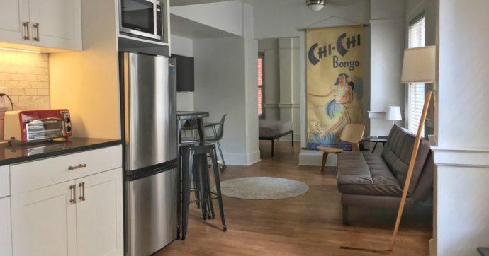 Airbnb, come scoprire se nella casa presa in affitto ci sono telecamere nascoste