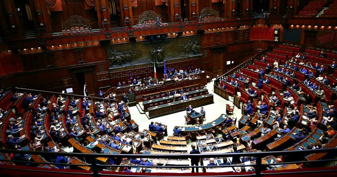 Taglio parlamentari, l'ultimo passaggio alla Camera: Aula quasi vuota. Maggioranza verso il sì, anche Fi si associa. Leghisti disertano