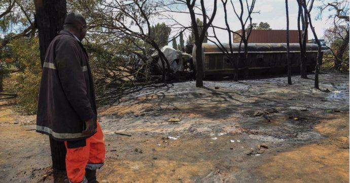 Tanzania, 62 morti e 70 feriti nell'esplosione di un'autocisterna: stavano raccogliendo il carburante fuoriuscito