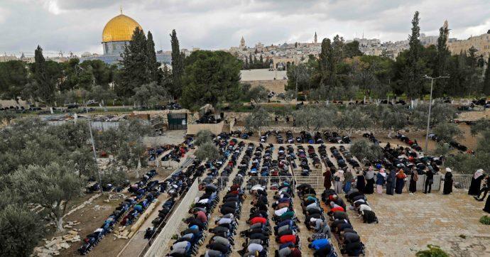 Gerusalemme, scontri nella Spianata delle Moschee tra fedeli islamici e polizia: decine di civili feriti