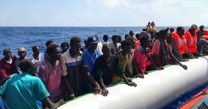 Migranti, decimo giorno a bordo della Open Arms: situazione medica critica. E intanto la Ocean Viking continua a salvare: sono in 250