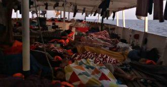 """Migranti, decimo giorno sulla Open Arms: """"Resistiamo in questa caldissima domenica. 160 persone hanno diritto di sbarcare, vergogna"""""""