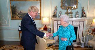 """La Regina Elisabetta rompe il protocollo e esprime """"delusione per l'attuale classe politica incapace di governare"""""""